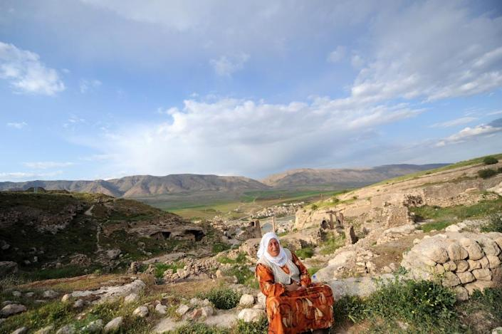 A woman in Hasankeyf, the town to be part-submerged by the construction of a 1.1 billion euro hydroelectric dam that critics say will leave prehistoric, Roman and Arab monuments under 100 feet of water and displace about 50,000 people, mostly Kurds (AFP Photo/Bulent Kilic)