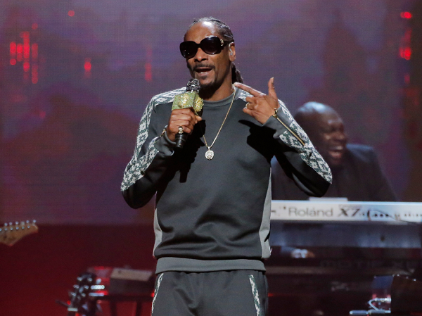 Donald Trump Is Like A QB Calling 'Audibles' On Policy, Snoop Dogg Says