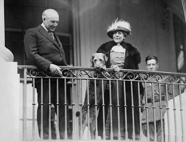 <p>President Warren G. Harding and First Lady Florence Harding, along their their pet dog Laddie Boy watch from a balcony as the annual Easter Monday children's egg-rolling event takes place on the White House lawn in Washington, circa 1922. (Photo by FPG/Keystone View Company/Archive Photos/Getty Images) </p>