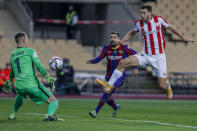Athletic Bilbao's Oscar de Marcos, right, scores during the Spanish Supercopa final soccer match between FC Barcelona and Athletic Bilbao at La Cartuja stadium in Seville, Spain, Sunday, Jan. 17, 2021. (AP Photo/Miguel Morenatti)