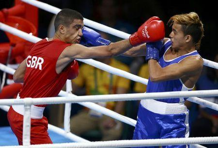 FILE PHOTO: 2016 Rio Olympics - Boxing - Preliminary - Men's Fly (52kg) Round of 16 Bout 206 - Riocentro - Pavilion 6 - Rio de Janeiro, Brazil - 15/08/2016. Muhammad Ali (GBR) of Britain and Yoel Finol (VEN) of Venezuela compete. REUTERS/Peter Cziborra