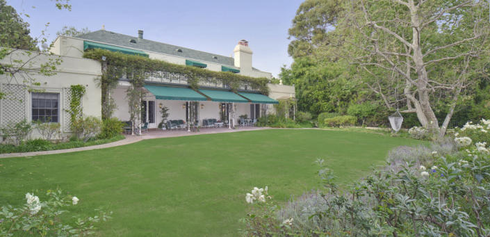 <p>In these days of drought, a green lawn is a relative rarity, too. <br></p>