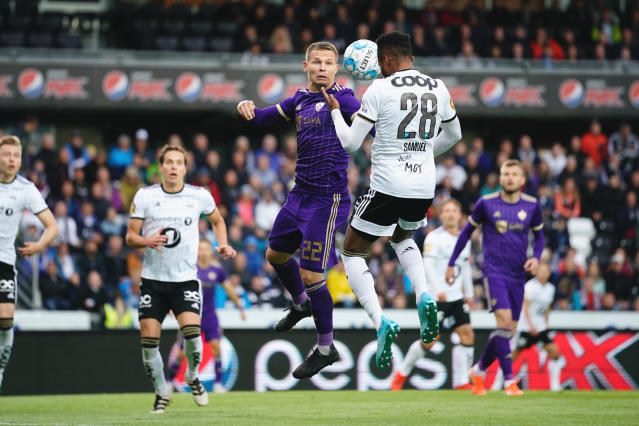 Maribor's Martin Milec, centre left and Rosenborg's Samuel Adegbenro vie for the ball, during the Champions League third qualifying round soccer match between Rosenborg and Maribor , at Lerkendal Stadium in Trondheim, Norway, Tuesday, Aug. 13. 2019. (Ole Martin Wold/NTB scanpix via AP)