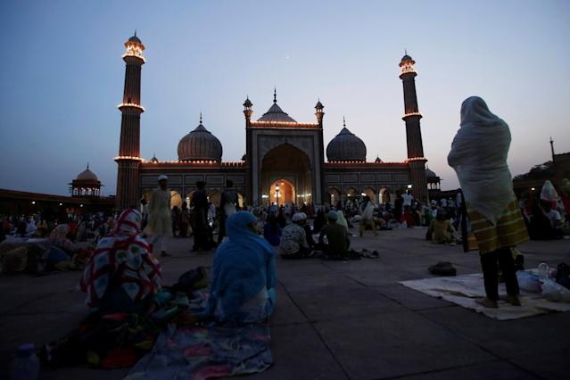 <p>A Muslim woman prays after having her iftar (breaking fast) meal on the first day of Ramadan at the Jama Masjid (Grand Mosque) in the old quarters of Delhi, India, May 28, 2017. (Adnan Abidi/Reuters) </p>