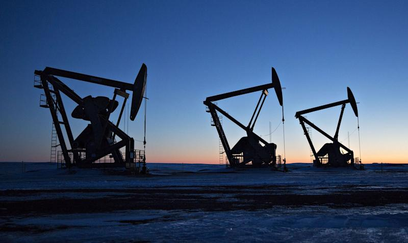 U.S. Boosts Oil-Output Forecast While Industry Warns of Slowdown