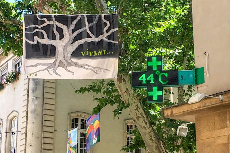 A picture taken on June 28, 2019 shows a pharmacy screen sign indicating the temperature of 44 degrees Celsius in Carpentras, south-eastern France. | Patrick Valasseris – AFP/Getty Images
