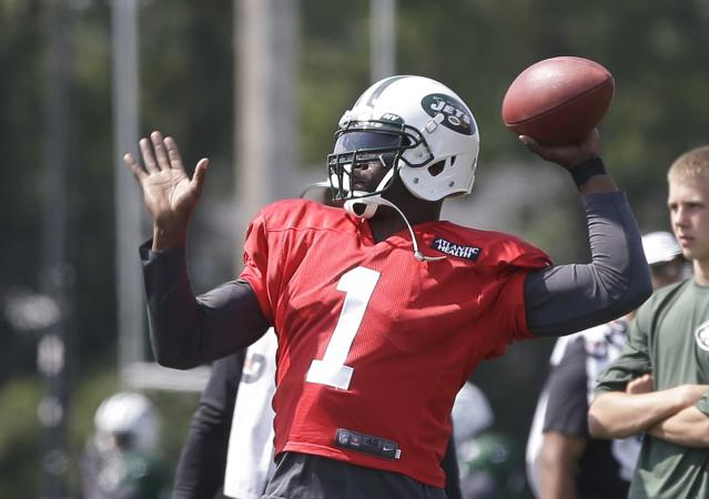 New York Jets' Michael Vick (1) throws a pass at practice during NFL football training camp Saturday, July 26, 2014, in Cortland, N.Y. (AP Photo/Frank Franklin II)