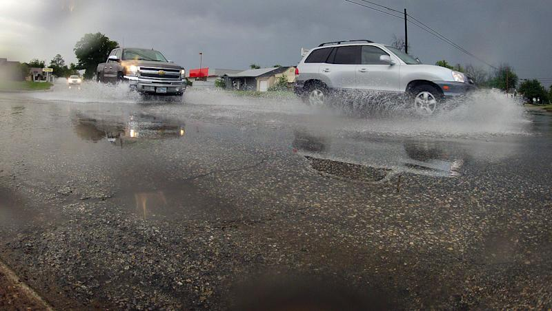 Storms bring wind, tornadoes, rain to Great Plains