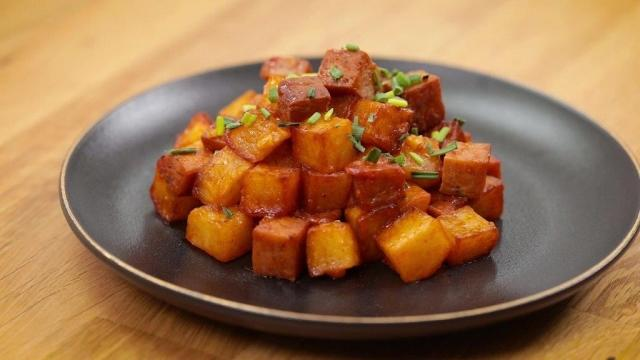Stir Fried Luncheon Meat with Potatoes