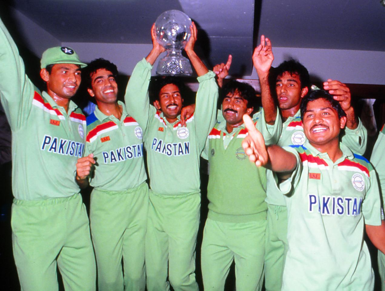 AUSTRALIA - 1992: Pakistan players celebrate with the trophy after winning the Cricket World Cup against England in 1992.. (Photo by Getty Images)