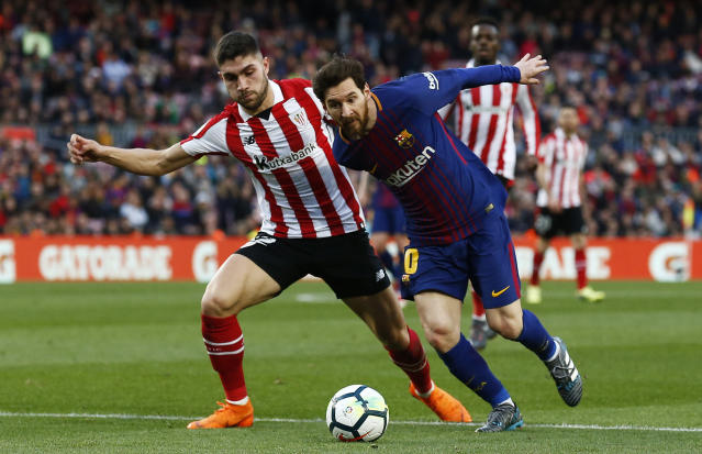 FC Barcelona's Lionel Messi, right, duels for the ball against Athletic Bilbao's Unai Nunez, left, during the Spanish La Liga soccer match between FC Barcelona and Athletic Bilbao at the Camp Nou stadium in Barcelona, Spain, Sunday, March 18, 2018. (AP Photo/Manu Fernandez)