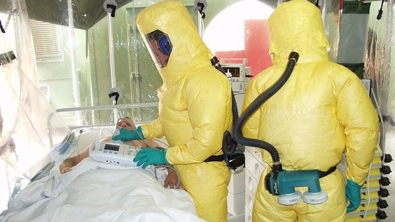 Doctors wear Hazmat suits and take care of an Ebola patients. Image credit: Pixabay