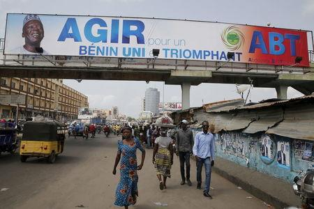 A billboard campaigning for presidential candidate, Abdoulaye Bio Tchane, hangs on a bridge in the Tokpa district in Cotonou, Benin, March 4, 2016. REUTERS/Akintunde Akinleye