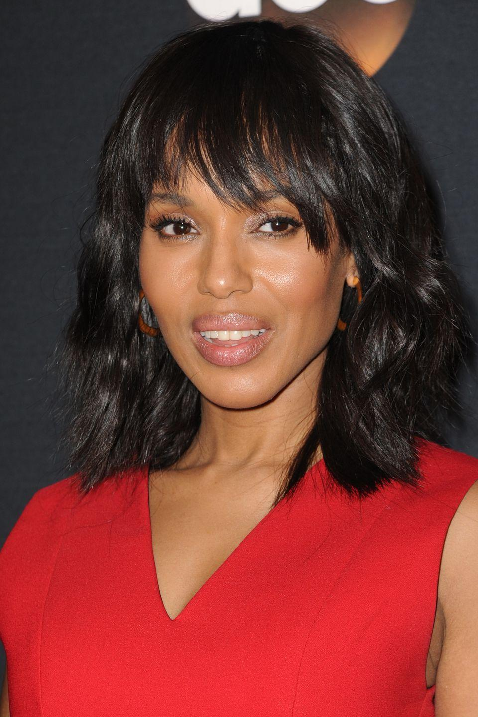 <p>How to work a messy fringe and looked groomed as shown by Kerry Washington.</p>