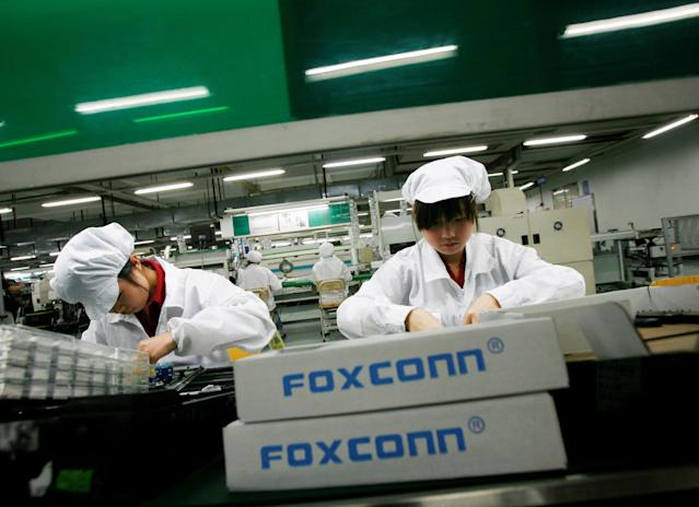 Employees work inside a Foxconn factory in the township of Longhua in the southern Guangdong province. REUTERS/Bobby Yip