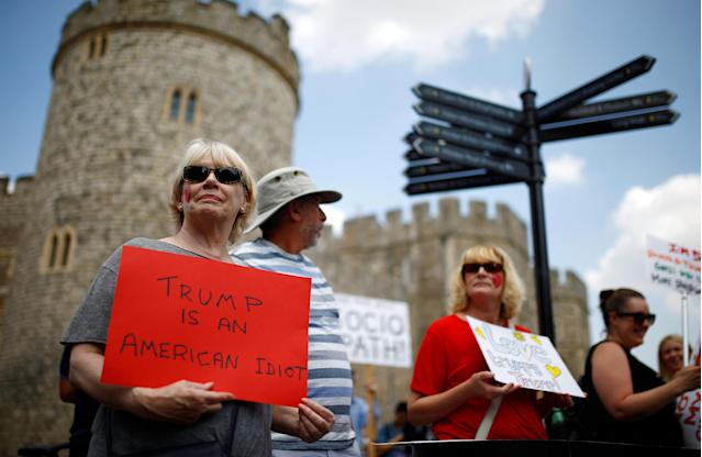 <p>Demonstrators protesting against the visit of U.S. President Donald Trump hold banners, in Windsor, Britain, July 13, 2018. (Photo: Henry Nicholls/Reuters) </p>