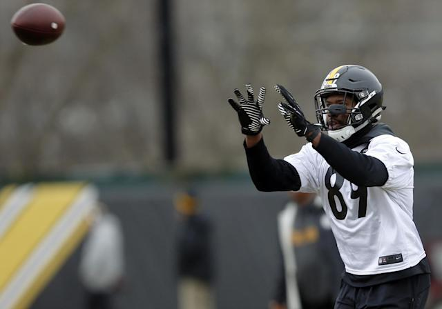 The Steelers released tight end Ladarius Green, who has a history of concussions, with a failed physical. (AP)