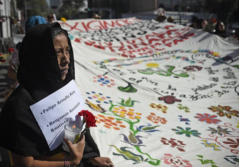 Students from Guerrero State take part in a protest in Mexico City, on October 8, 2014 (AFP Photo/Ronaldo Schemidt)
