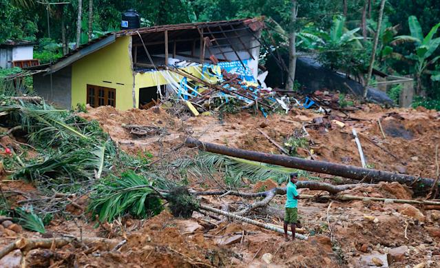 <p>Mud and slush cover the slope at the site of a landslide in Kiribathgala, in Ratnapura district, Sri Lanka, Monday, May 29, 2017. Kiribathgala Hill known for its gems and precious stones came crashing down last Thursday covering eight houses with their 18 inhabitants. Soldiers have recovered more than a dozen dead bodies on Monday. (AP Photo/Eranga Jayawardena) </p>
