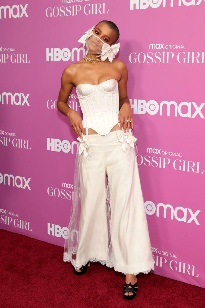 <p>Alexander wore an all-white bridal ensemble, complete with bow-embellished mask by Wiederhoeft.</p>