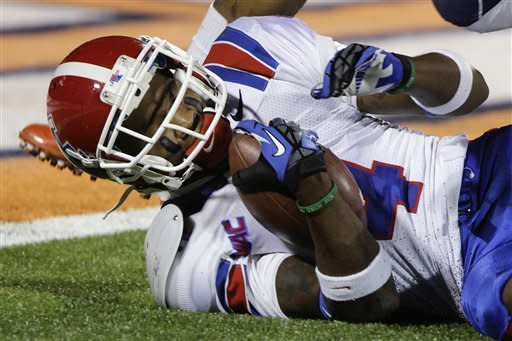 Louisiana Tech wide receiver Quinton Patton (4) holds on to a pass just shy of the end zone during the first half of an NCAA college football game against Illinois on Saturday, Sept. 22, 2012, in Champaign, Ill. (AP Photo/Seth Perlman)