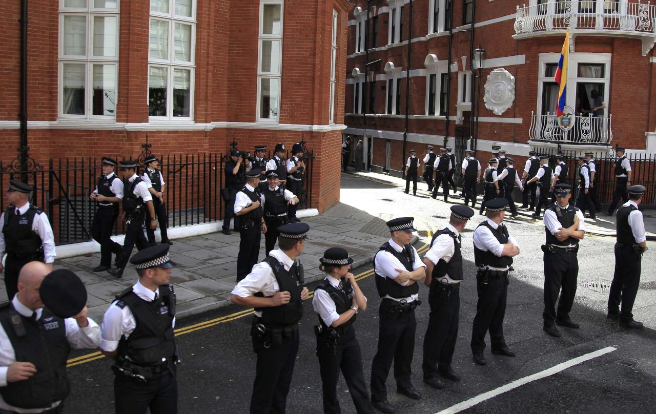 Extra police reinforcements arrive before a speech at the balcony (R) by Wikileaks founder Julian Assange of Ecuador's embassy, where he is taking refuge in London in this file photo taken August 19, 2012. The Metropolitan Police have announced they are withdrawing their round the clock guard of the embassy. REUTERS/Chris Helgren