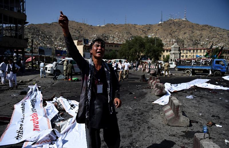 A protester screams near the scene of a suicide attack that targeted crowds of minority Shiite Hazaras during a demonstration at the Deh Mazang Circle in Kabul on July 23, 2016 (AFP Photo/Wakil Kohsar)