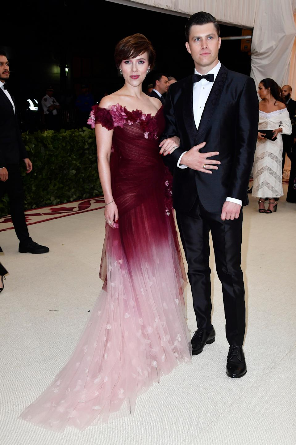 """<h1 class=""""title"""">Scarlett Johansson in Marchesa, Fred Leighton jewelry and Jimmy Choo shoes and Colin Jost in Dolce & Gabbana and Fred Leighton cufflinks</h1><cite class=""""credit"""">Photo: Getty Images</cite>"""