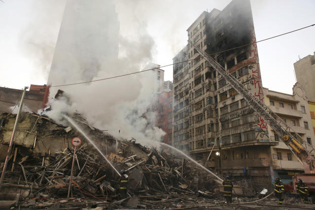 <p>Firefighters work in the the rubble of a building that caught fire and collapsed in Sao Paulo, Brazil, Tuesday, May 1, 2018. (Photo: Andre Penner/AP) </p>