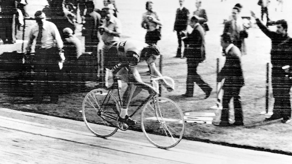 1972: Eddy Merckx takes the Hour Record before carbon fibre, disc wheels and aero helmets were integrated into the sport, riding 49.431km