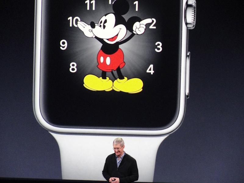 Apple chief executive Tim Cook unveils the Apple Watch at a media event on March 9, 2015 in San Francisco (AFP Photo/Glenn Chapman)
