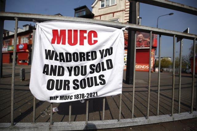 Manchester United fans make their feelings known