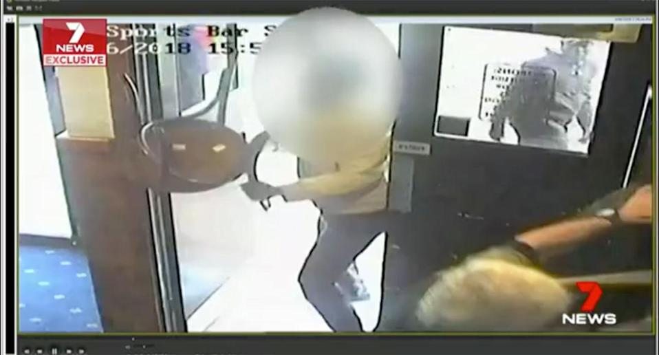 Police are hunting five thugs over a violent brawl at a Werribee Hotel, where the men used pool cues and chairs to attack other pub-goers. Source: 7 News