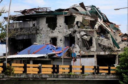 Damaged buildings are seen after government troops cleared the area from pro-Islamic State militant groups inside the war-torn area at Raya Madaya bridge in Saduc proper, Marawi city, southern Philippines October 22, 2017. REUTERS/Romeo Ranoco
