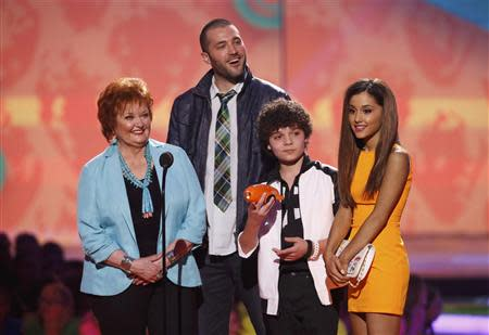 """(L-R) Actors from Nickelodeon's television program """"Sam & Cat,"""" Maree Cheatham, Zoran Korach, Cameron Ocasio and Ariana Grande, accept the favorite TV show award at the 27th Annual Kids' Choice Awards in Los Angeles, California March 29, 2014. REUTERS/Mario Anzuoni"""