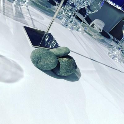 Three rocks were placed on each table, representing the three Roca brothers from El Celler de Can Roca.