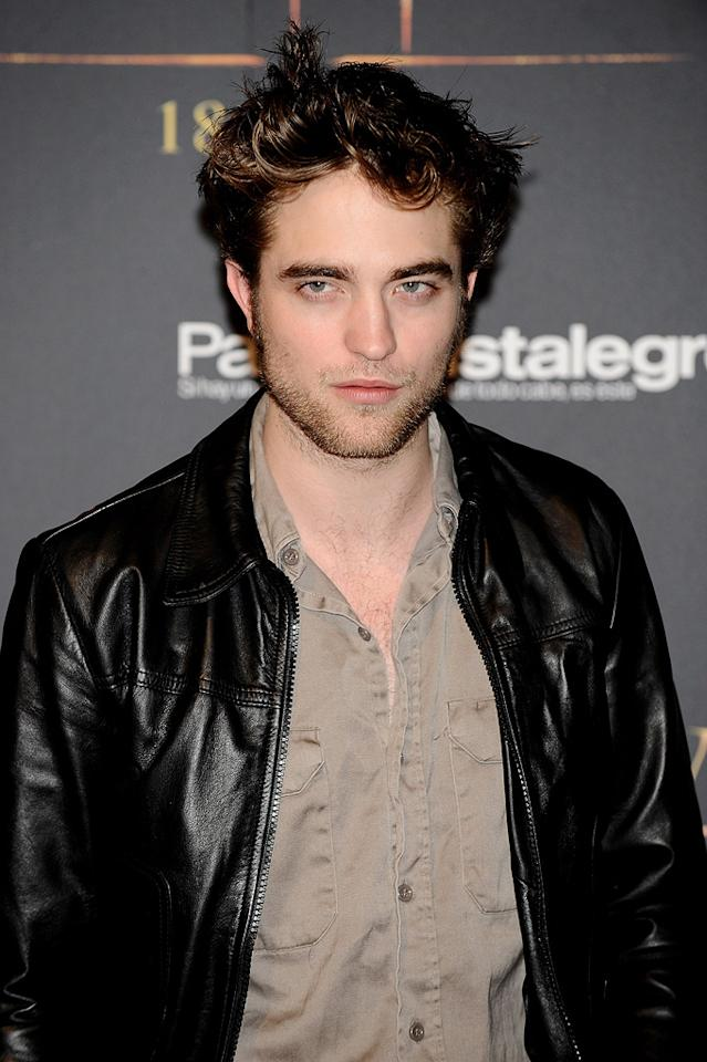 """<a href=""""http://movies.yahoo.com/movie/contributor/1808623206"""">Robert Pattinson</a> attends the <a href=""""http://movies.yahoo.com/movie/1810055802/info"""">The Twilight Saga: New Moon</a> Madrid fan event - 11/12/2009"""