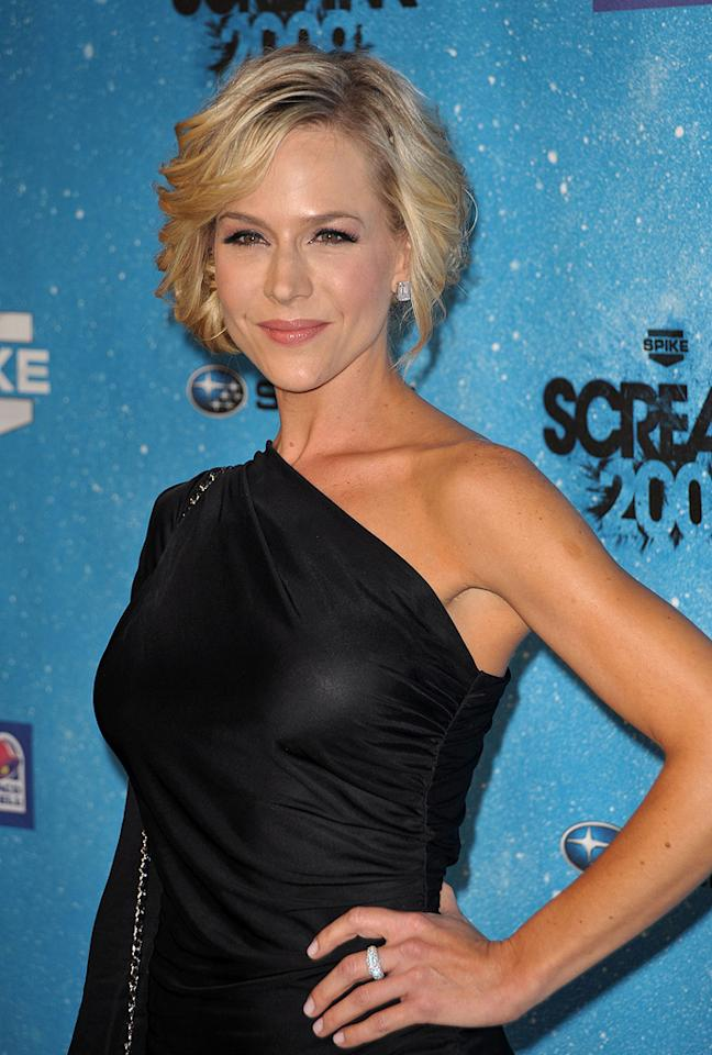 """<a href=""""http://movies.yahoo.com/movie/contributor/1800022679"""">Julie Benz</a> at the 2009 Spike TV Scream Awards in Los Angeles - 10/17/2009"""