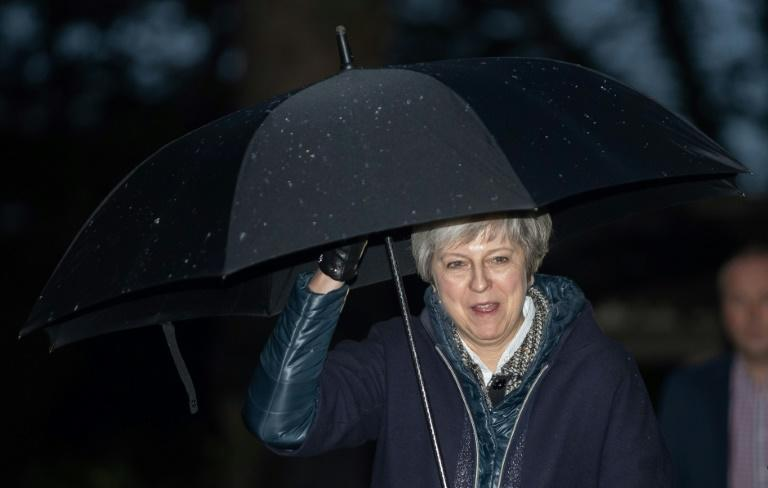 Theresa May annonce le report du vote au Parlement — Brexit