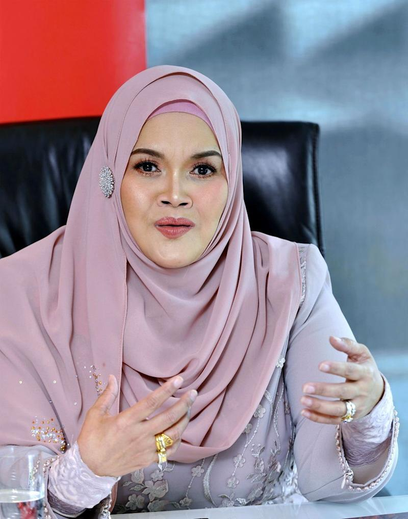Aishah says she has given Vida ample time to resolve the dispute. — Picture by Ham Abu Bakar