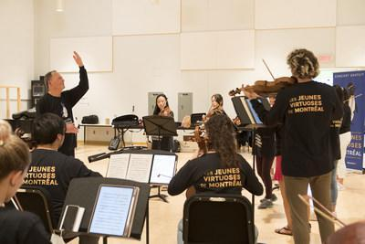 The Festival's artistic director, Denis Brott M.C., took advantage of several days of rehearsals to share his expertise and vast knowledge. (CNW Group/Montreal Chamber Music Festival - Les Jeunes Virtuoses de Montréal)