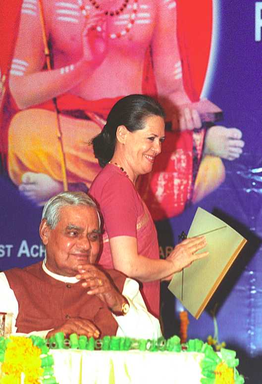 <p>Vajpayee sharing a stage with the former Congress president Sonia Gandhi. </p>