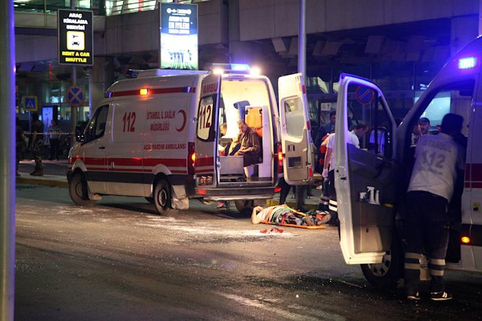 <p>Paramedics attend to casualties outside Turkey's largest airport, Istanbul Ataturk, Turkey, following an attack, June 28, 2016. (REUTERS/Stringer) </p>