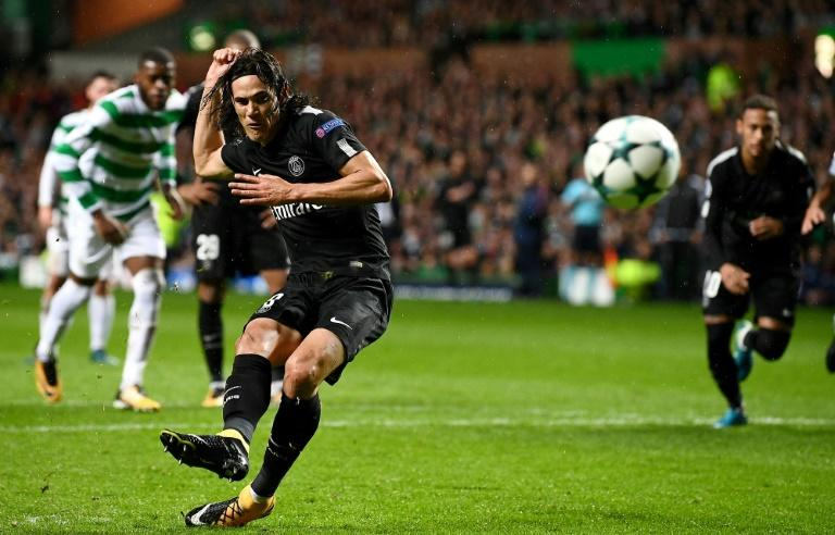 Paris Saint-Germain's Edinson Cavani scores a goal from the penalty spot during their UEFA Champions League Group B football match against Celtic, in Glasgow, on September 12, 2017