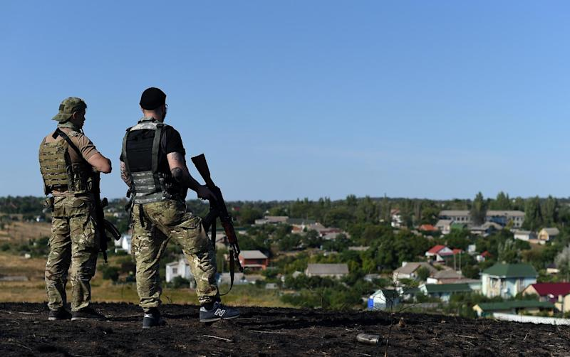 Ukrainian loyalist fighters from the Azov Battalion stand guard on a hill on the outskirts of Mariupol on August 30, 2014 (AFP Photo/Francisco Leong)