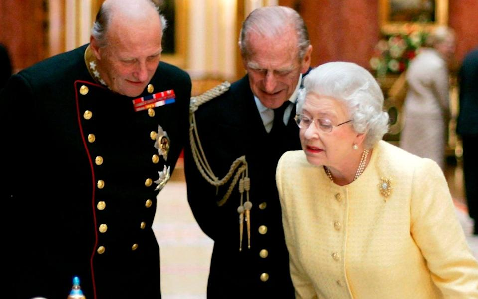 Picture 256146736 17/04/2021 at 06:02 Owner : AP FILE - In this Tuesday Oct. 25, 2005, file photo, Britain's Queen Elizabeth II, right, Prince Philip, centre, and the King Harald V, of Norway view an exhibition of Norwegian items from the Royal Collection in the Picture Gallery at Buckingham Palace in London. Prince Philip's life spanned just under an entire century of European history. His genealogy was just as broad, with Britain's longest-serving consort linked by blood and marriage to most of the continent's royal houses. (AP Photo/Matt Dunham, File) - Matt Dunham/AP Photo