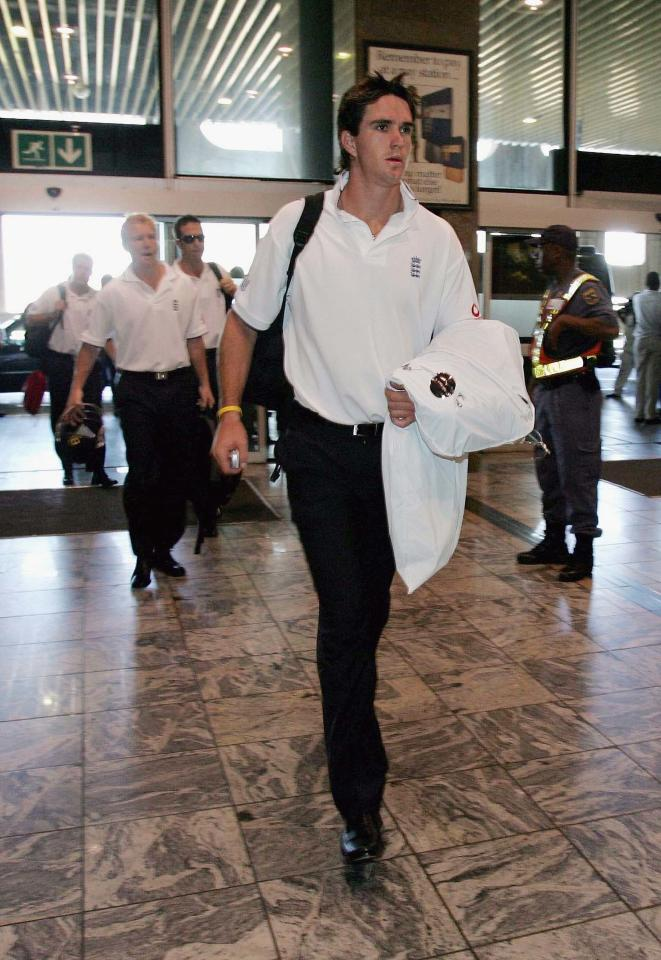 JOHANNESBURG, SOUTH AFRICA - NOVEMBER 26: Kevin Pietersen of England arrives at Johannesburg International airport to check in for the flight to Zimbabwe on November 26, 2004 in Johannesburg, South Africa. (Photo by Clive Rose/Getty Images)