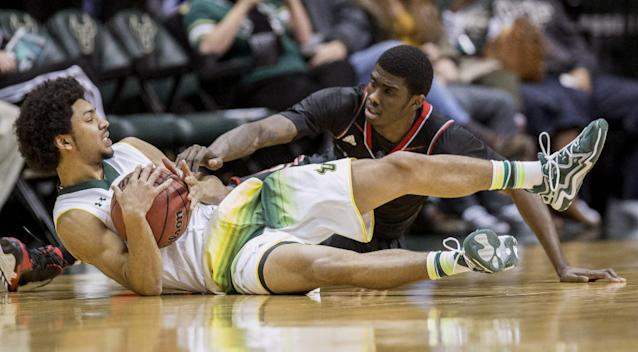 South Florida's Mike' McCloskey calls a timeout as Cincinnati's Shaquille Thomas fights for the loose ball during the first half of the NCAA basketball game in Tampa, Fla., Saturday, Jan. 18, 2014. (AP Photo/Willie J. Allen Jr.)