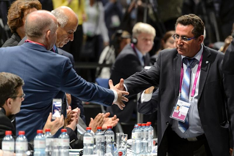 Israeli football chief Ofer Eini (right) shakes hands with his palestinian counterpart Jibril Rajoub during the 65th FIFA Congress in Zurich, on May 29, 2015