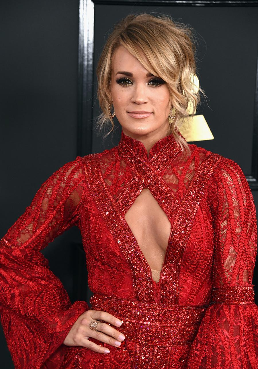 <p>Underwood's tousled chignon and smoky eye paired perfectly. (Photo: FilmMagic) </p>